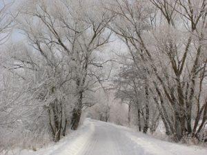 Snö och is på vägen